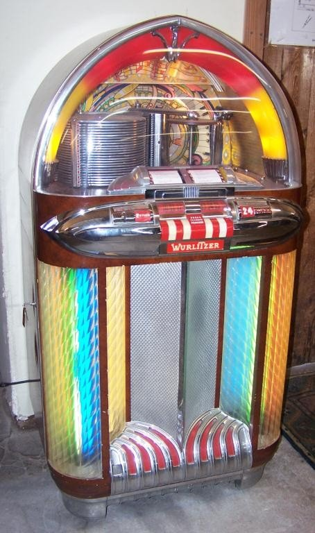 126: Wurlitzer 1100 Jukebox