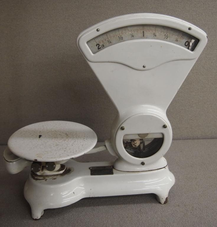 11: 2 Lb. Country Store Porcelain Scale