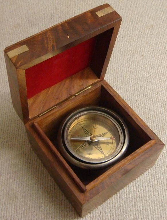 17: Vintage Compass in Wood Box