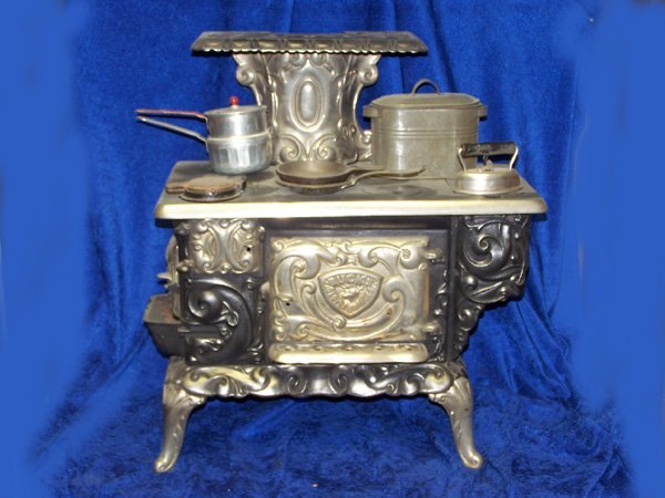 42: BUCKS.  CHILDS PARLOUR STOVE