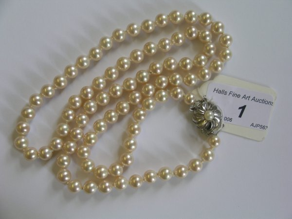 1B: An imitation pearl necklace, the single strand unif