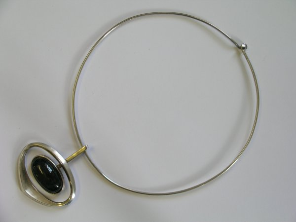 5B: A 20th century labradorite set pendant and wire col