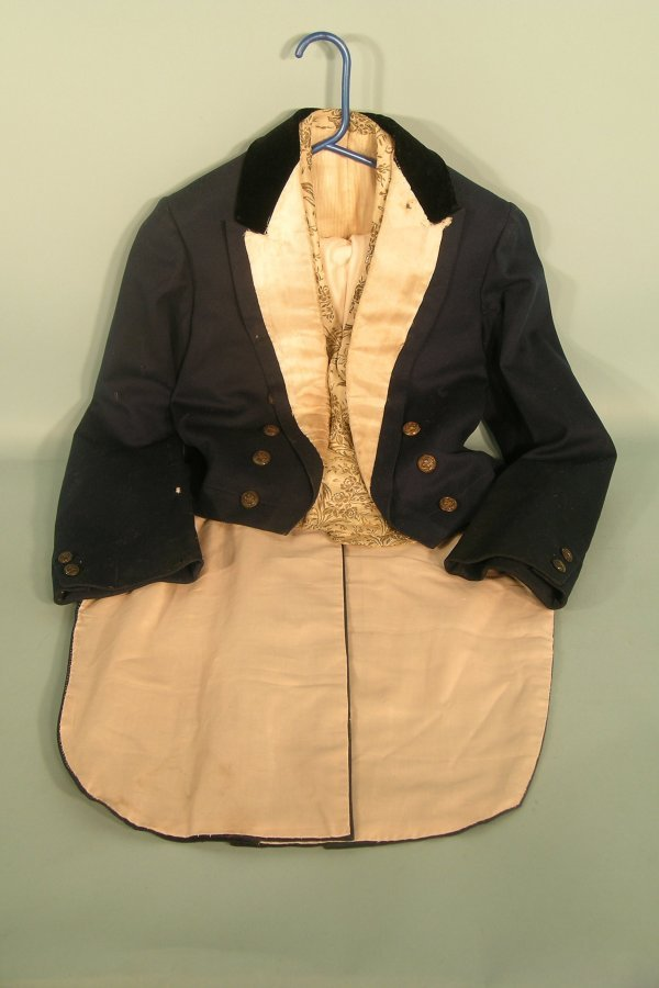 8D: Footmans uniform and waistcoat with breeches