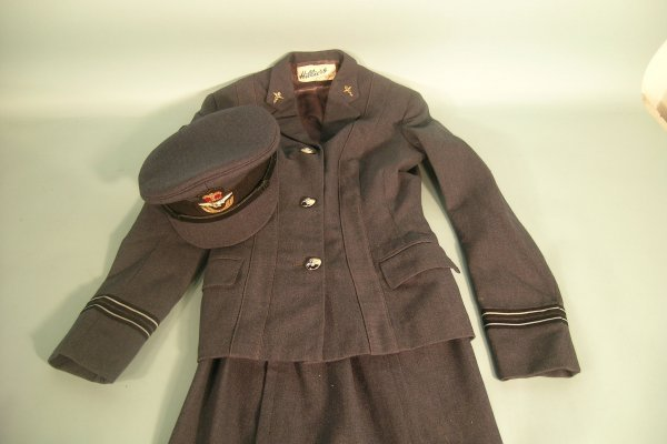 18D: W.R.A.F. Service Dress jacket and skirt with gilt