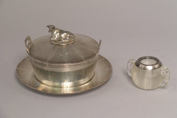 24: A Victorian silver barrel-shaped butter dish with g