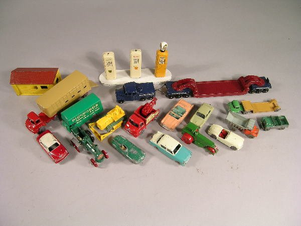 6B: A group of 16 unboxed Matchbox vehicles in mainly g