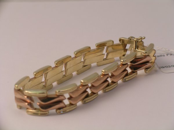 5C: A bi-colour yellow metal articulated bracelet, with