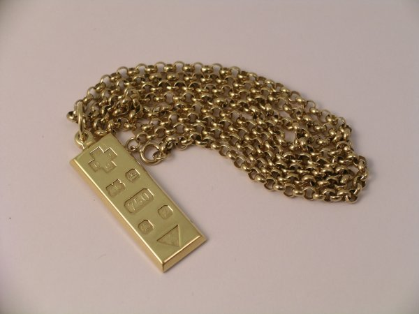 7C: An 18ct yellow gold ingot dated 2000, weight 16gms,