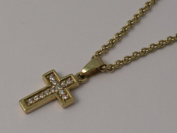 10C: A diamond set cross pendant, set with twelve brill