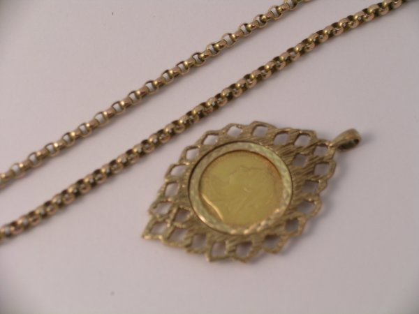 22C: A Victorian half sovereign set pendant dated 1901