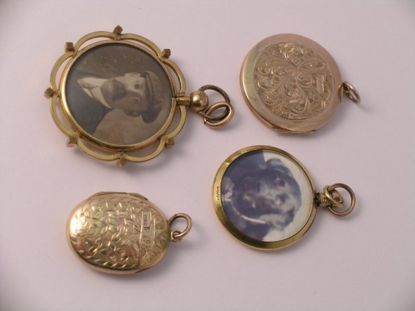 24C: A selection of four photo pendants and lockets (4)