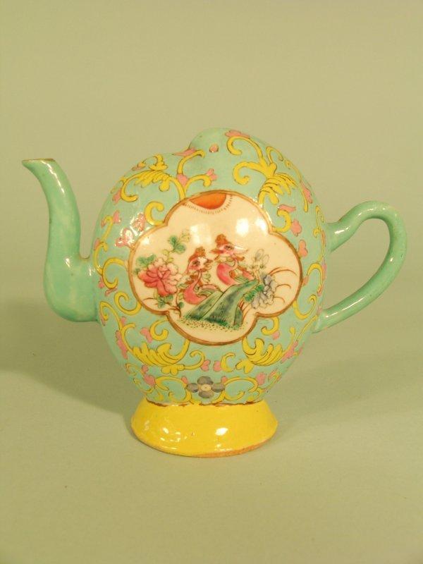 2B: A Chinese cadogan tea or wine pot, Qing dynasty 19t