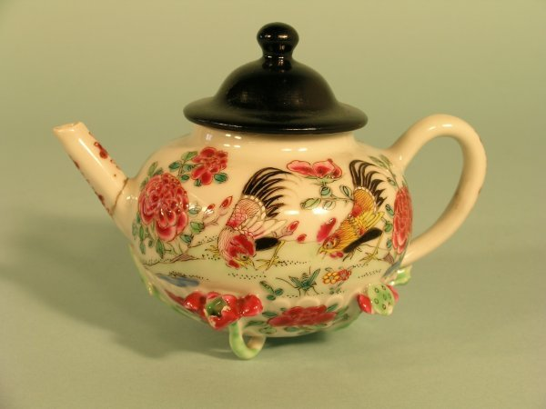 9B: A Chinese famille rose teapot and replacement hardw