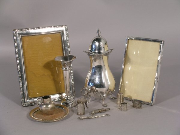9C: A silver sugar caster Deakin and Francis, Birmingha