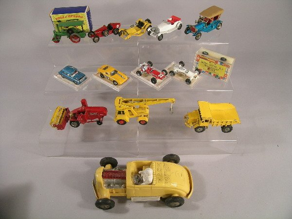 14B: A mixed collection of mainly Matchbox vehicles to