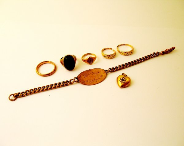 11: A selection of gold jewellery to include; a wedding
