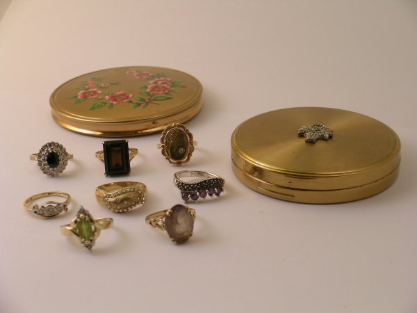 23: A selection of seven various rings to include; 9ct