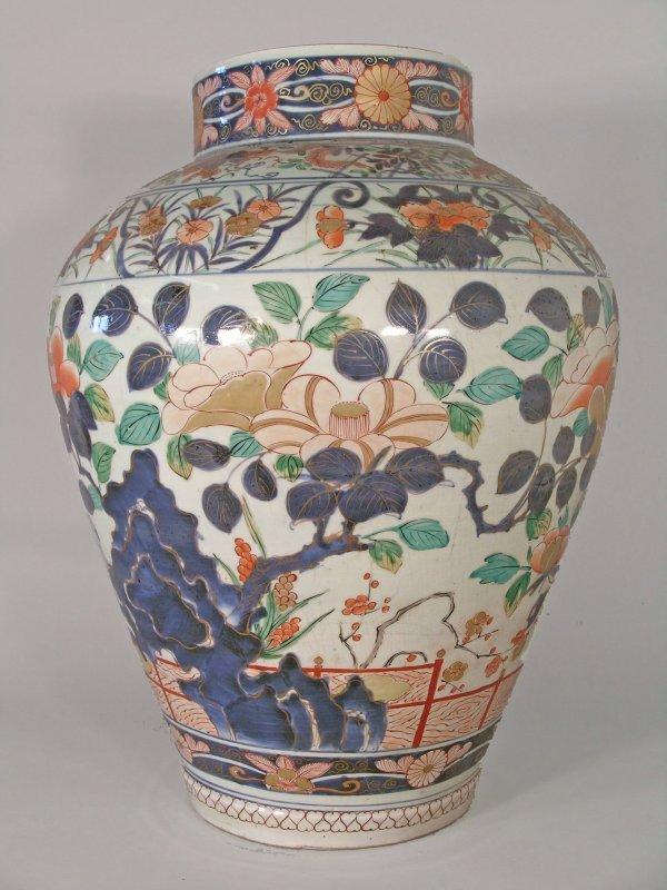 2D: A Japanese imari vase, late 17th / early 18th centu