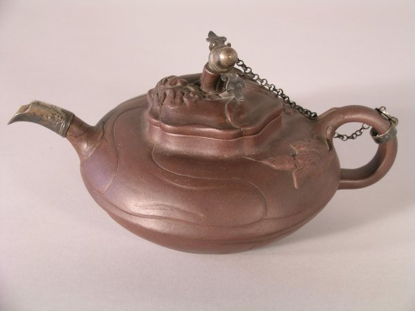 6D: A Chinese yixing red ware teapot and cover, 19th ce