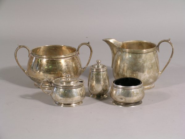 17B: A silver sugar bowl and milk jug, maker's mark 'EB