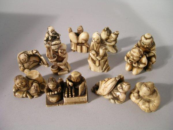 2D: A Japanese ivory Okinomo of a crouching bearded man
