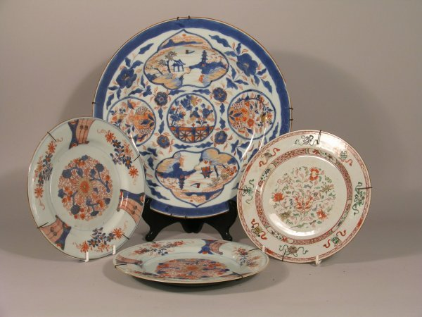 6D: A Chinese Imari charger, 18th century decorated wit