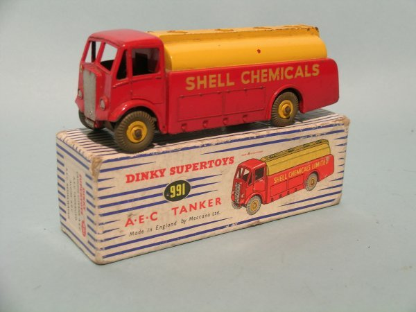 18E: A Dinky Supertoys 991 AEC tanker, boxed, this vers