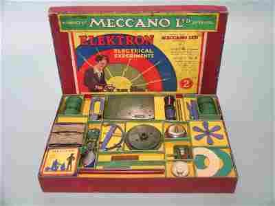 86E: A 1930s Meccano Elektron no. 2 outfit, exhibiting
