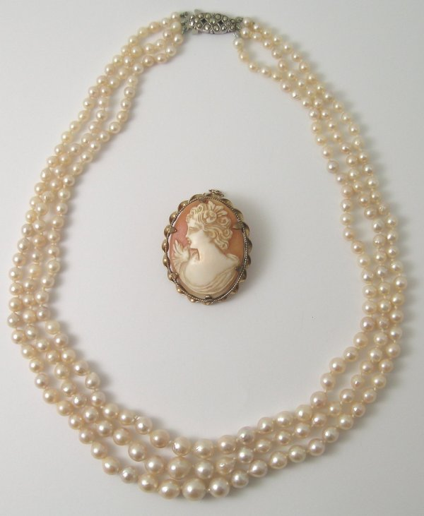 27B: A three row graduated cultured pearl necklace, wit
