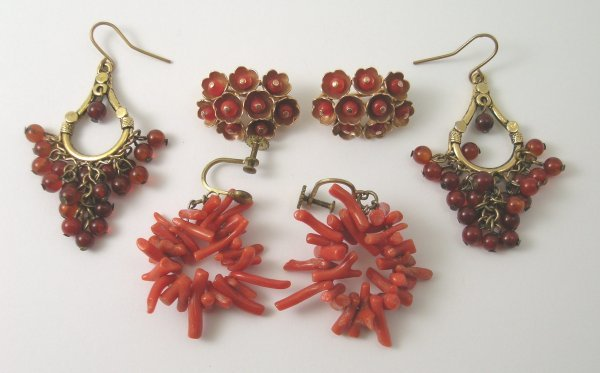 31B: A pair of yellow metal and coral set clip earrings