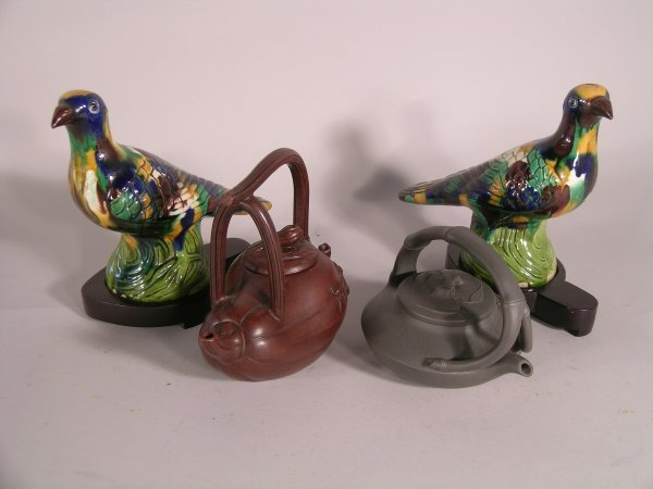10C: A pair of Chinese sancai glazed pigeons, 20th cent