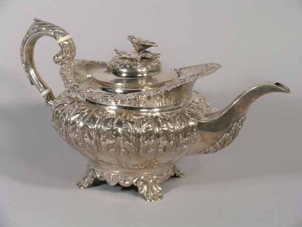 9B: A George IV silver teapot, James Fray, Dublin 1827,