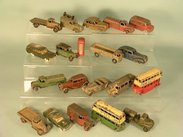 8C: A group of nineteen Dinky Toys from the 1940s and 1
