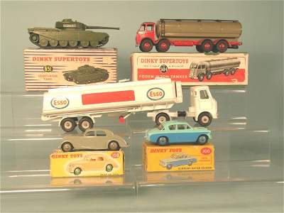 81C: Five Dinky Toys in poor condition boxes, a 651 Cen