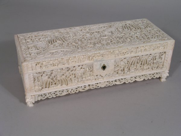11D: A Chinese carved ivory box and cover, circa 1900,
