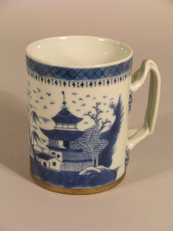 13D: A Chinese blue and white export mug, Qing Dynasty,