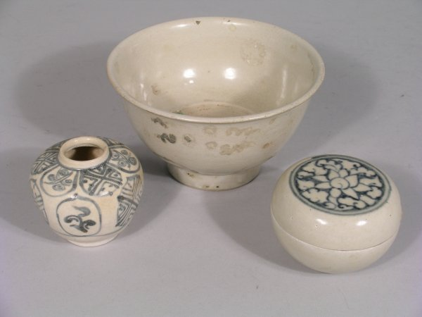 14D: A Vietnamese cream glazed bowl, painted with a red
