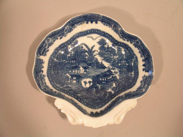 22D: A Caughley shell shaped dessert dish, circa 1785,