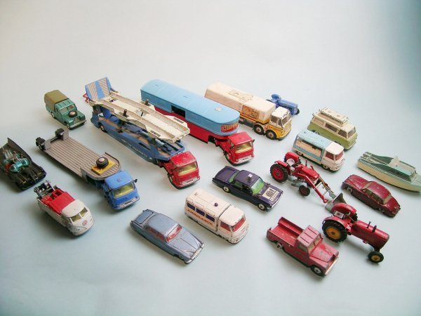 1C: A group of Dinky and Corgi toys suitable for spares