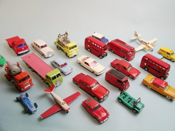 7C: A group of 25 Dinky toys, unboxed, dating from late