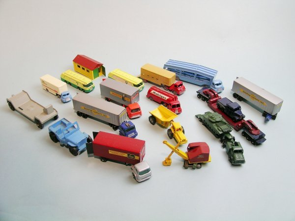 21C: A group of Matchbox Major Pack models, unboxed, th