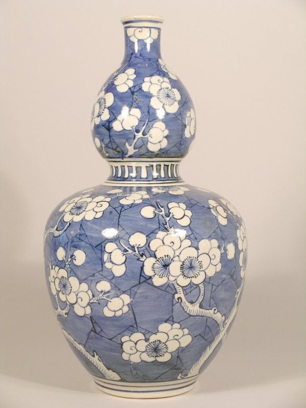 3C: A Chinese blue and white gourd vase decorated with