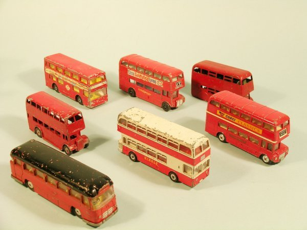 4D: A group of 15 unboxed diecast buses (suitable for s