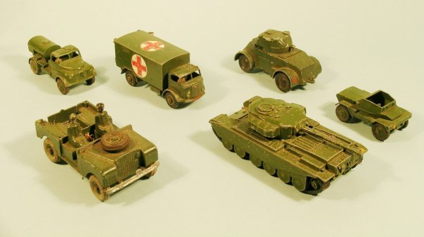 5D: A group of twelve unboxed and play worn Dinky army