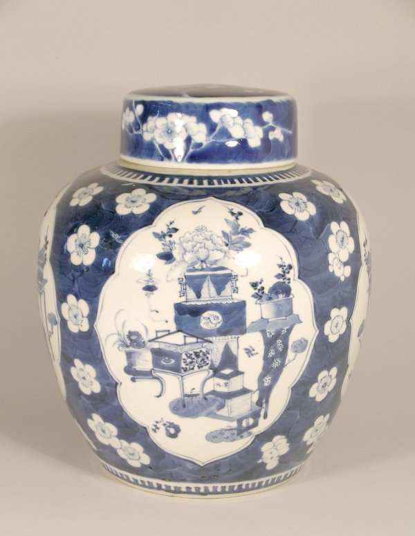 3B: A Chinese blue and white ovoid vase and cover Hongx