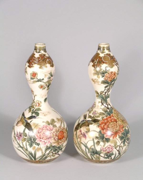 5B: A pair of Japanese Satsuma gourd vases late 19/earl