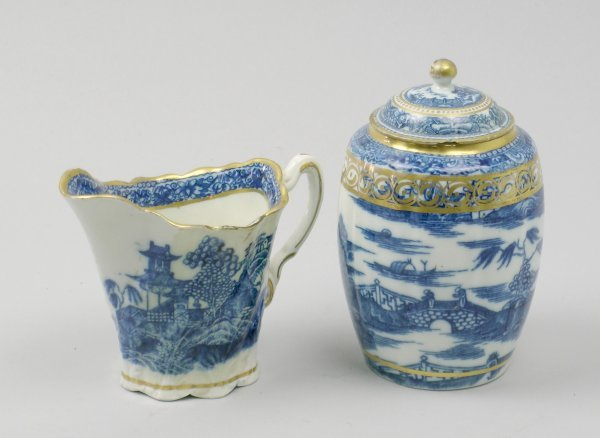 23B: A Caughley blue and white porcelain tea caddy and