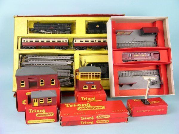 3C: A boxed Triang R1X Passenger Train Set, to include;