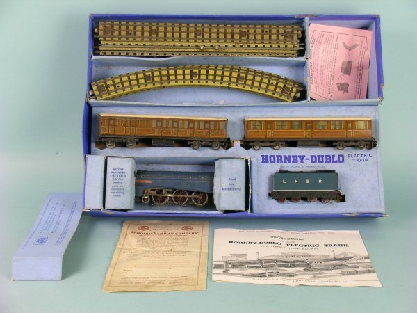 4C: A boxed Hornby Dublo 3 rail EDP1 passenger train se