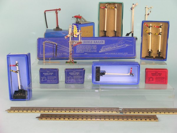 8C: A large collection of Hornby Dublo three rail track